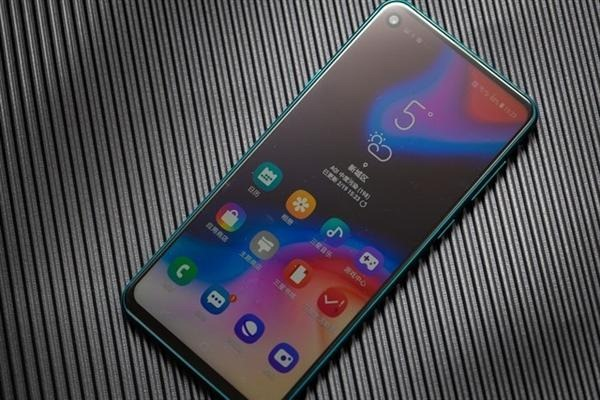 galaxy a8s reviews